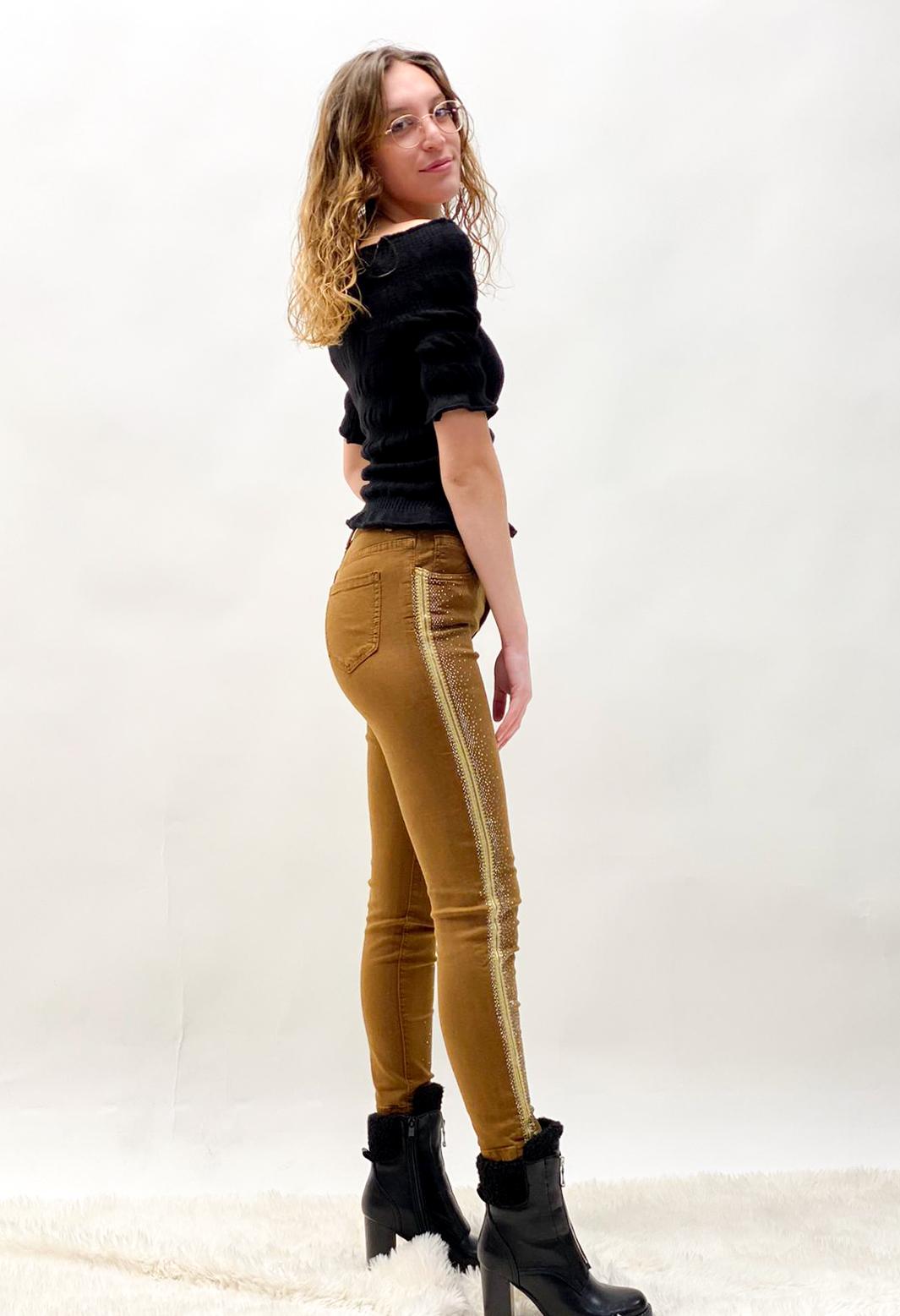 Jeans in Konjak mit Strass