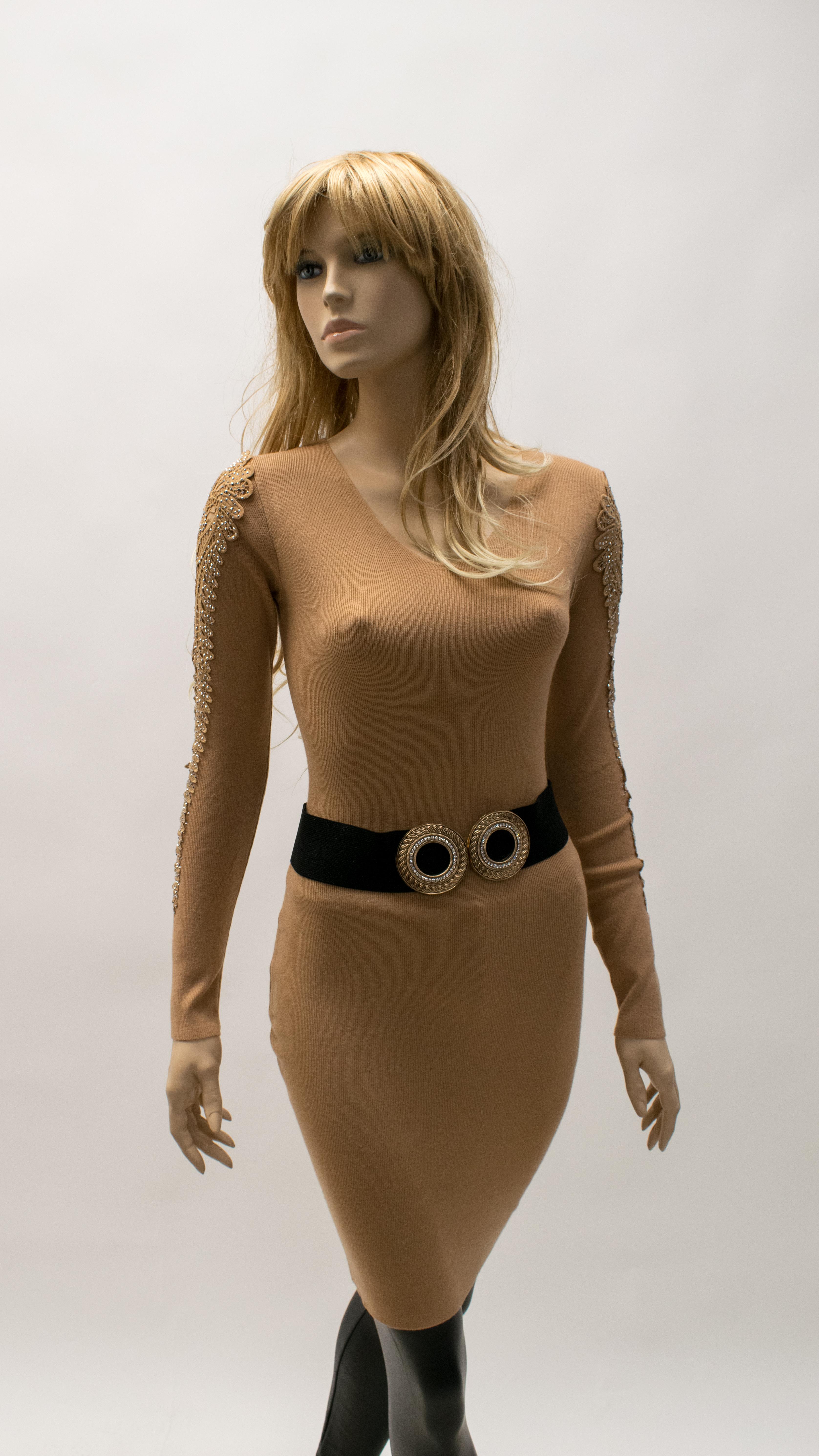 Kleid mit Muster am Ärmel
