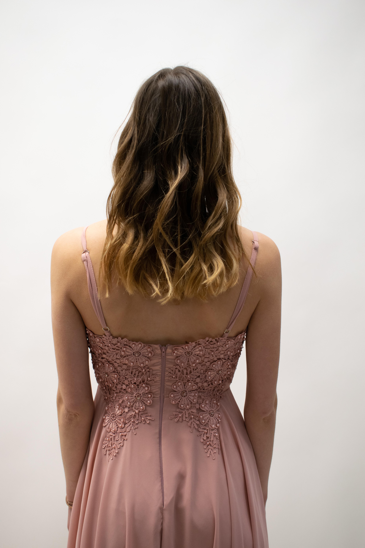 Kurzes Kleid mit Trägern in Rosa & Bordeux