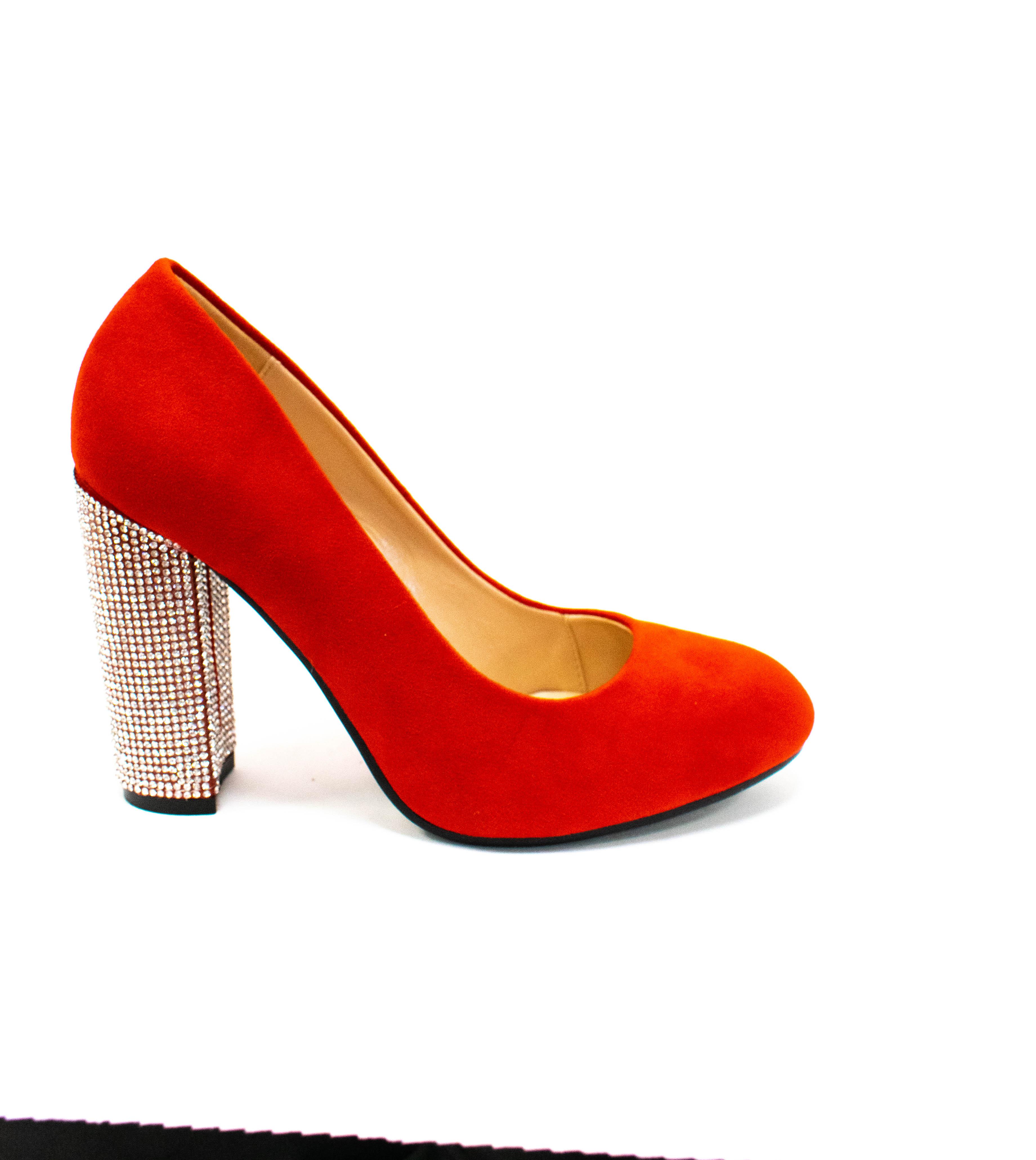 Eleganter Schuh in Rot mit Strassabsatz