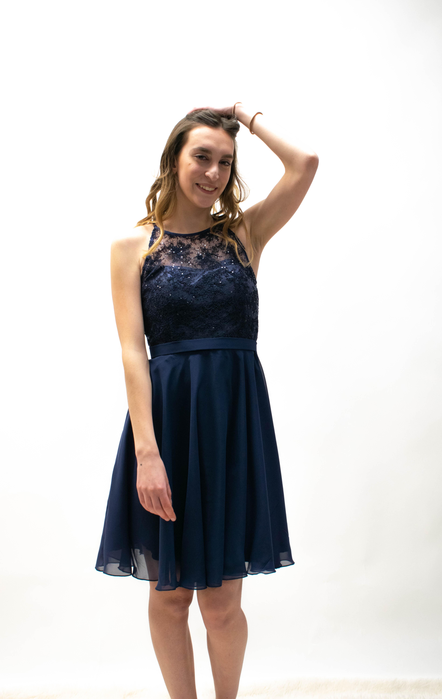 Kurzes Abendkleid in Bordeux und Marineblau