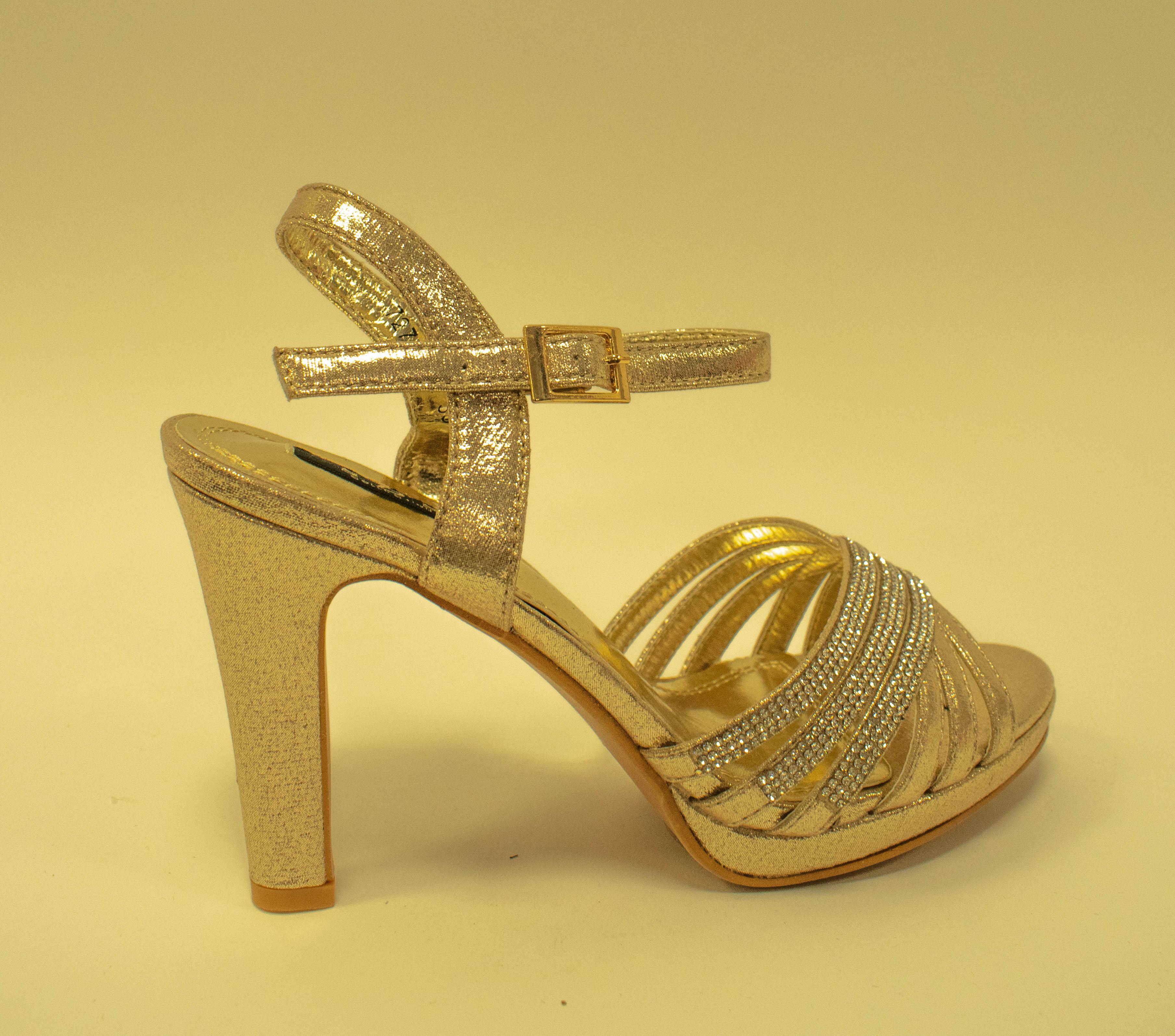 Eleganter Schuh in Gold