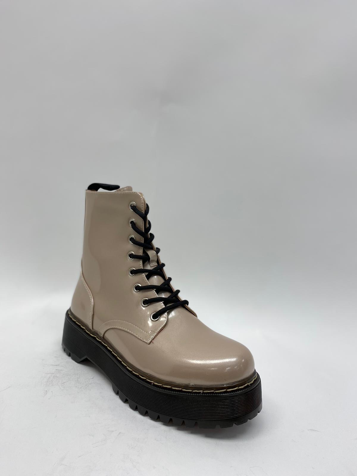 Stiefel beige in Glanzoptik